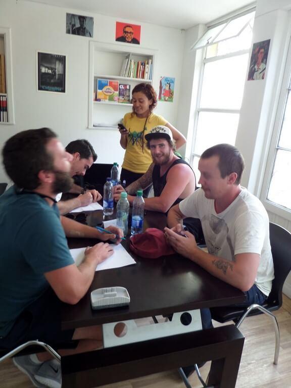 blog image, three students learning spanish